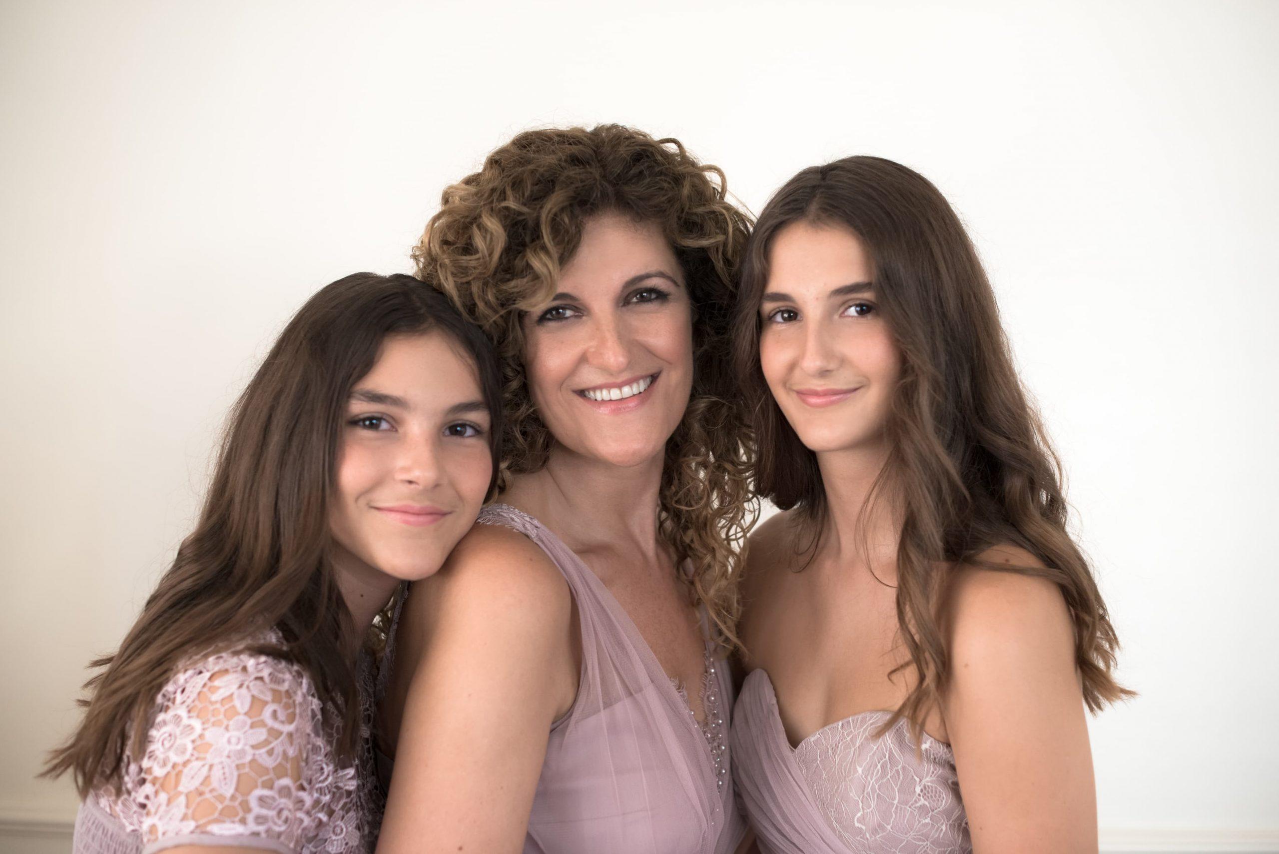 Family Portraits familie fotoshoot moeder en dochter roze jurk