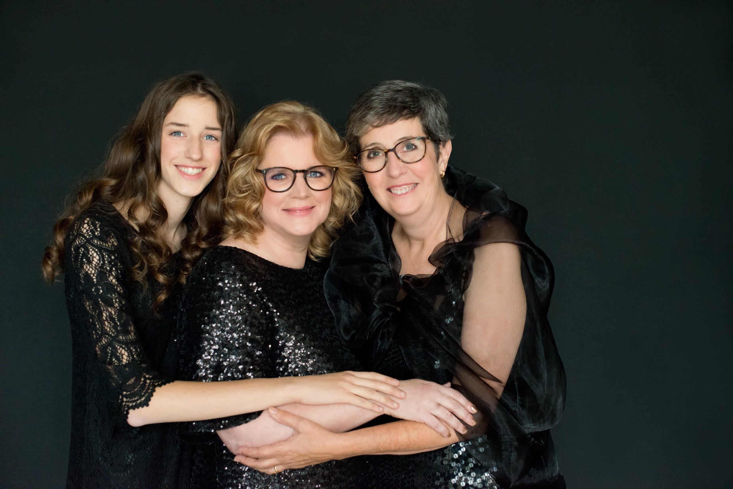 Family Portraits familie fotoshoot all black black on black