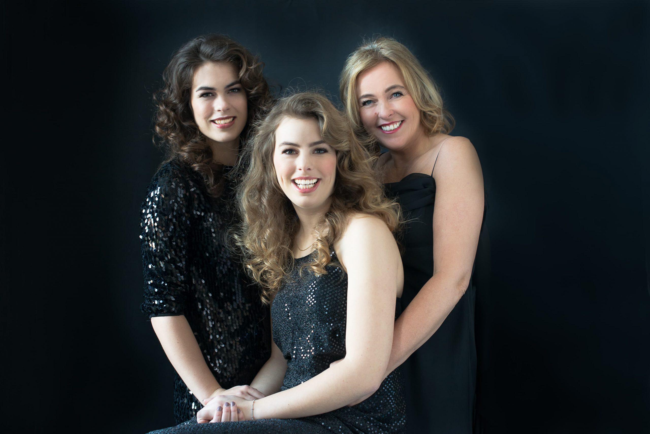 Family Portraits all black black on black fotoshoot